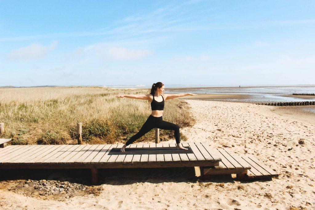 Yogaschülerin nach Yoga Ausbildung