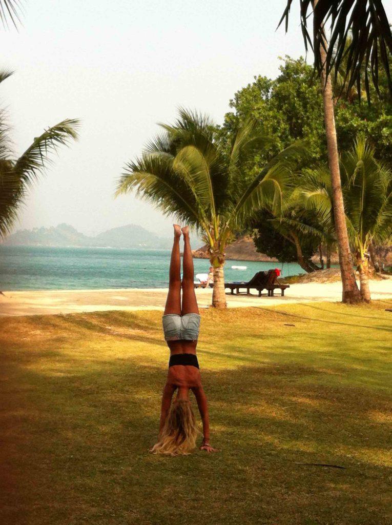 Yogalehrerin am Strand